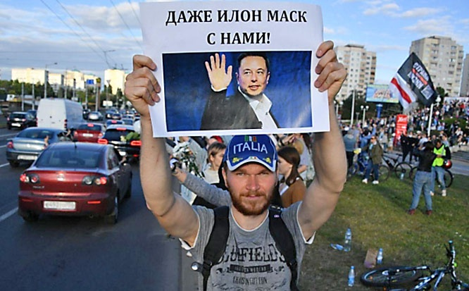 Протестующие у станции метро Пушкинская в Минске.