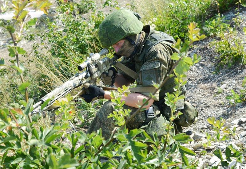Снайпер группы на позиции.