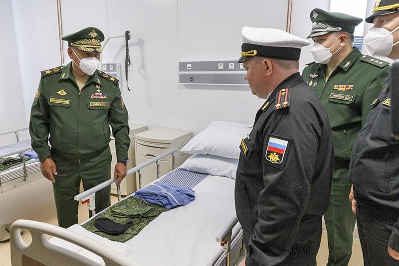 Министр обороны России Сергей Шойгу проверил работу многофункционального медицинского центра в Петропавловске-Камчатском.