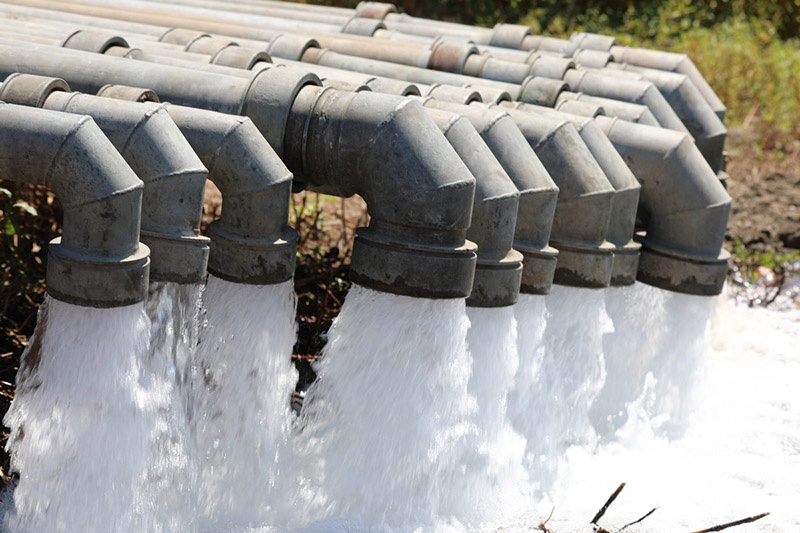 Трубопровод в крымских степях солдаты возвели всего за 30 дней.