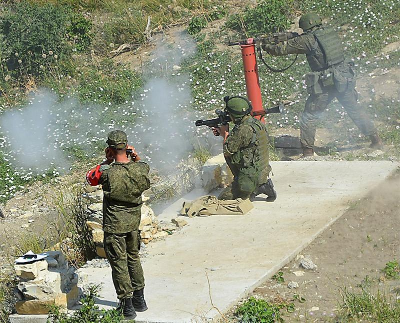 Десантники на огневом рубеже.