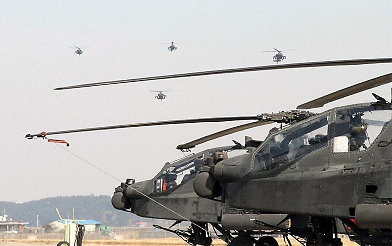 На территорию Старого Света из США перебросили 77 ударных вертолётов типа AH-64 Apache.