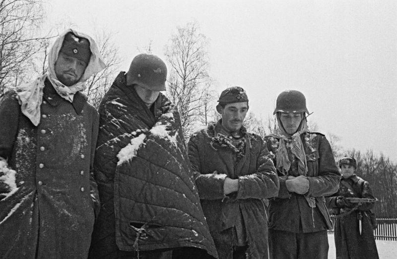 Пленные немецкие солдаты зимой 1941 года под Москвой.