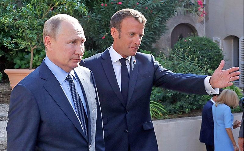 Предложение о возвращении России в формат прозвучало и от президента Франции Эмманюэля Макрона.