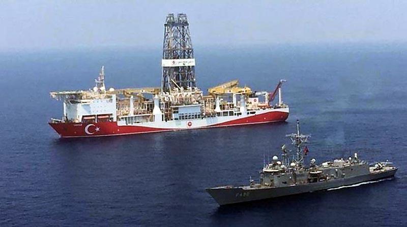 Эрдоган направил в спорные морские зоны три исследовательских судна, которые ведут геолого-разведочные работы под охраной военных кораблей.