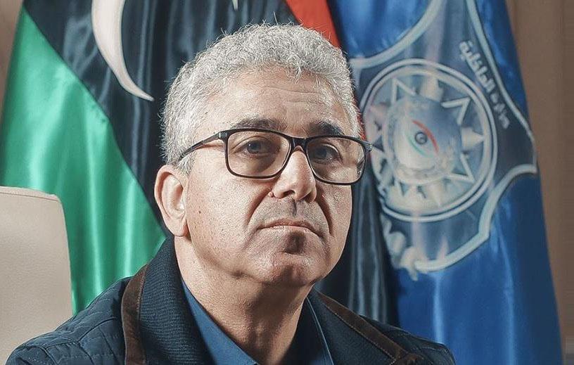 Фатхи Башаги обвиняют в том, что он, сосредоточив в своих руках немало власти, действует исключительно в интересах мисуратовской группировки и своих собственных.