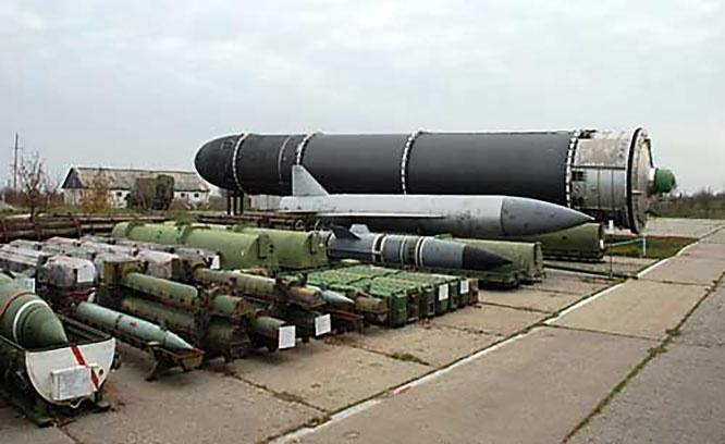 Т. Моррисон и Ко с глубокой озабоченностью утверждают, что Российская Федерация и КНР модернизируют своё ракетно-ядерное оружие стратегического назначения.