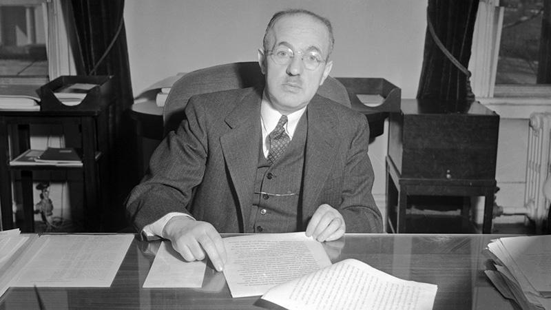 Основным контактом Ахмерова на тот момент стал Гарри Декстер Уайт - ближайший помощник министра финансов Генри Моргентау.