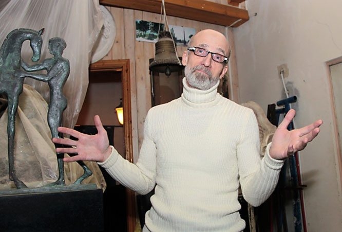 Скульптор Владимир Суровцев - автор многочисленных памятников воинам, мыслителям, поэтам и даже святым.