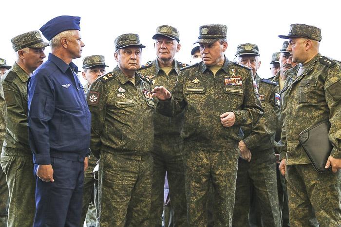 Начальник Генштаба ВС РФ генерал армии Валерий Герасимов проверяет готовность войск Южного военного округа к учению «Кавказ-2020».