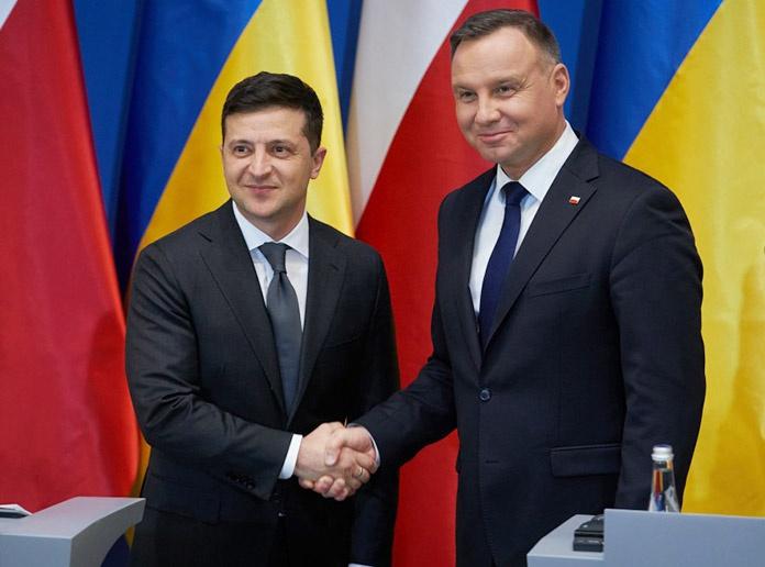 С президентом Польши Анджеем Дудой украинский лидер Владимир Зеленский «политкорректно» отплясывают гопака и краковяк перед западным истеблишментом.