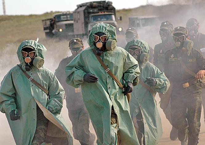 Специалисты войск РХБ защиты ЮВО на полигоне под Волгоградом провели обработку техники, подвергнутой условному химическому заражению.