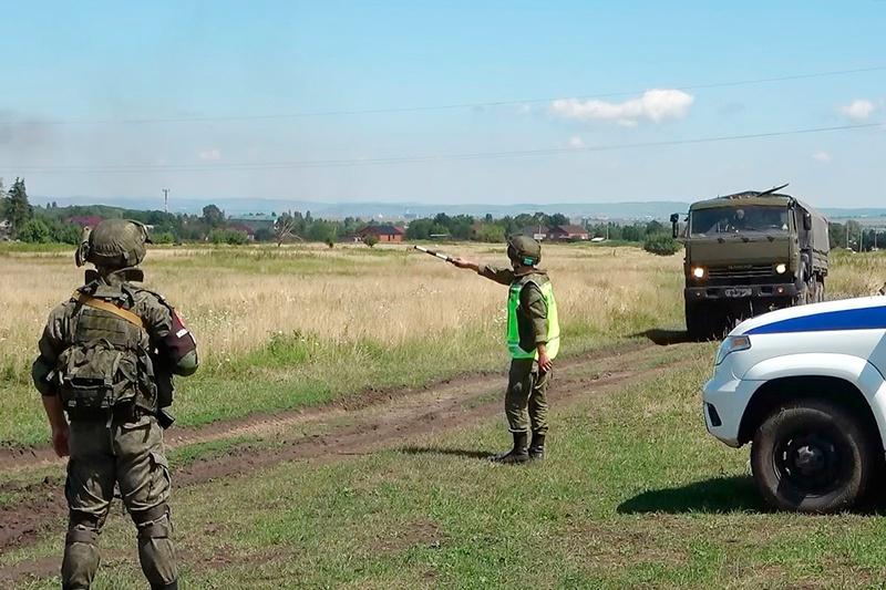 Военные полицейские ЮВО провели учение по розыску и задержанию угнанных автомобилей.