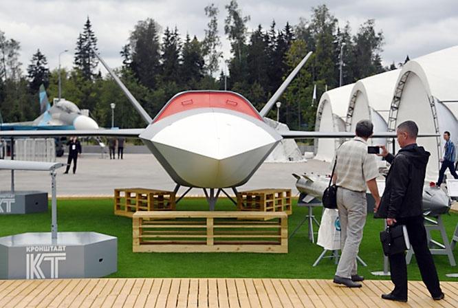 Скоростной ударный беспилотный летательный аппарат (БПЛА) «Гром» на выставке вооружений Международного военно-технического форума «Армия-2020».