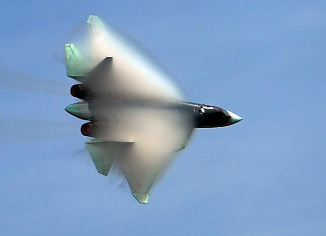 Многофункциональный истребитель пятого поколения Су-57 выполняет демонстрационный полёт в рамках Международного форума «Армия-2020» на аэродроме «Кубинка».
