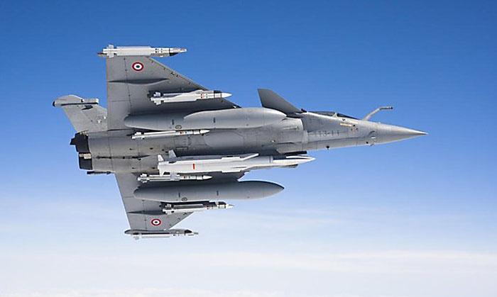 Французкая крылатая ядерная ракета Air-Sol Moyenne Portée (ASMP-A) на истребителе Dassault Rafale.
