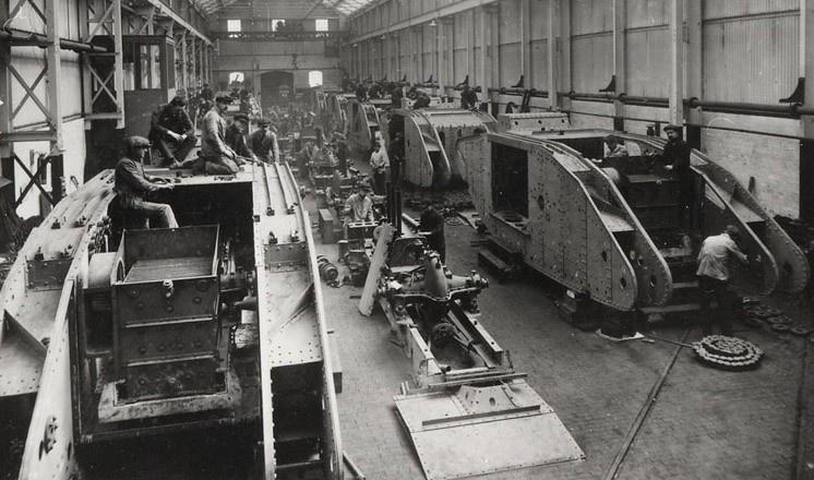 Сборка танков «Большой Вилли» (Mark I) на заводе У. Фостера в Линкольне.