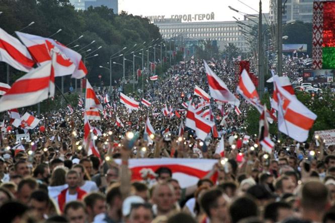 Происходящее в РБ вполне ложится в сценарий «цветной революции», в стране проходят многотысячные акции протеста оппозиции.