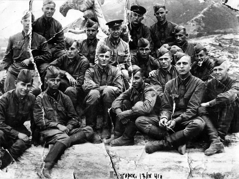 Бойцы сводного полка Полтавского училища в сентябре 1941 года отличились при обороне Пятигорска.