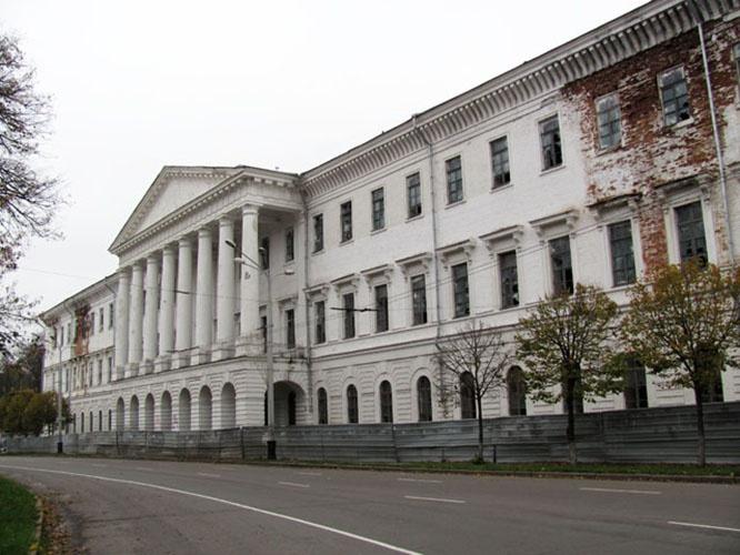 В современной Полтаве погибает от времени и непогоды здание Кадетского корпуса, архитектурный памятник начала XIX века.