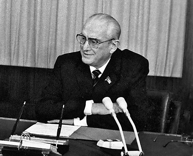 Став генеральным секретарём ЦК КПСС, Юрий Андропов продолжал принимать участие в делах КГБ.