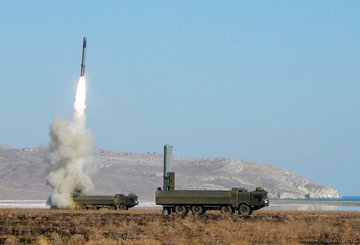 Сверхзвуковая противокорабельная крылатая ракета «Оникс» способна поразить цель на расстоянии 500 километров.