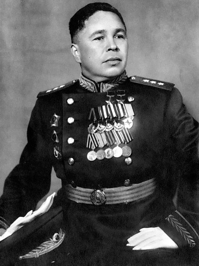 Генерал-полковник Афанасий Павлантьевич Белобородов стал первым советским военным комендантом и начальником гарнизона Харбина.