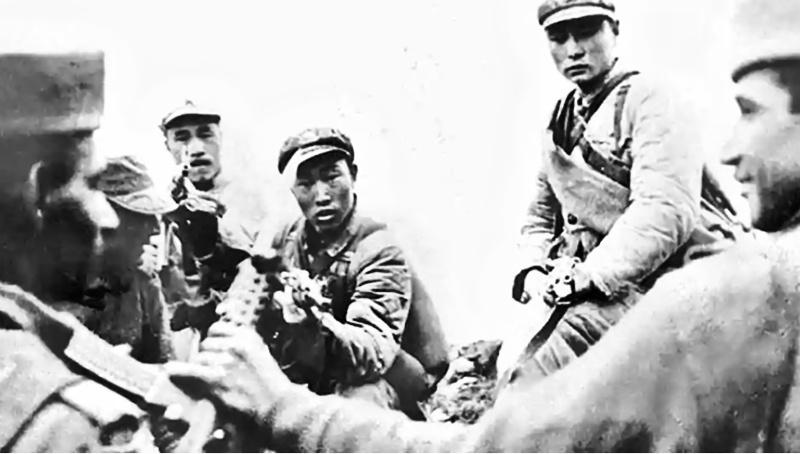 Взаимные индо-китайские территориальные претензии привели в 1962 году к полномасштабному вооружённому столкновению.