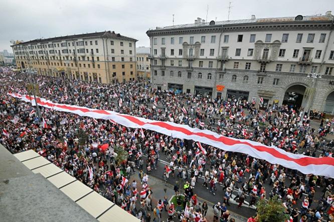 Польша решила майданизировать Белоруссию немедленно.