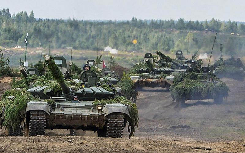 По данным сайта Global Firepower, на 2019 г. у России 21.932 танка.