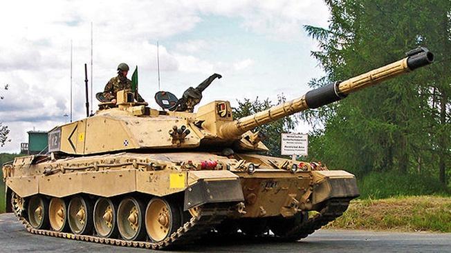 Отправляя свою бронетехнику на консервацию, в Лондоне считают, что в случае чего американцы обеспечат их защиту.