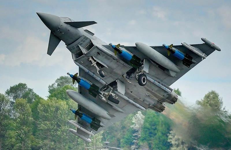 Истребитель Eurofighter Typhoon немецких ВВС на учениях.