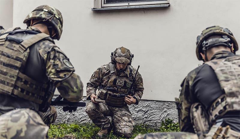 Американские солдаты из Единой команды управления нападением на чешской базе в Намеште-над-Ославой.