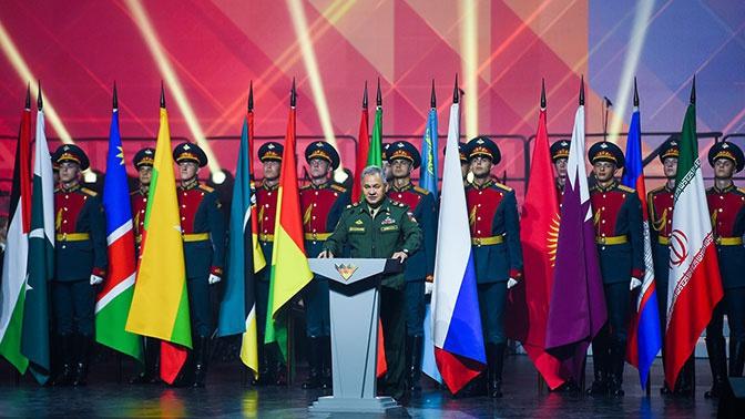 Министр обороны Российской Федерации генерал армии Сергей Шойгу на торжественной церемонии закрытия АрМИ-2020.