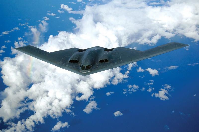 Тяжёлый стратегический бомбардировщик В-2А «Спирит» был замечен в небе над Арктикой.