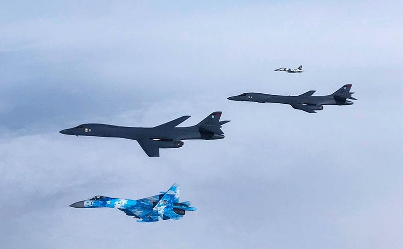 29 мая 2020 года два ТСБ США В-1B совершили пролёт воздушного пространства Украины в сопровождении украинских самолётов Су-27 и МиГ-29.