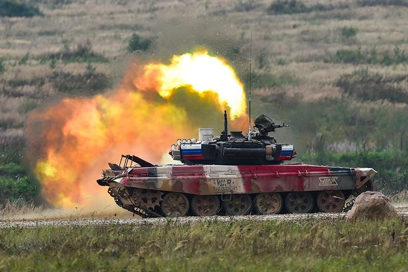 На фланговой стрельбе все три снаряда вылетели из танковой пушки точно… в «молоко».