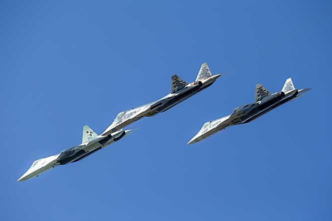 Информационное взаимодействие Су-57 с другими участниками обороны обеспечивает распределение целей, атакующих СВН противника, между авиационными, наземными и морскими комплексами обороны.
