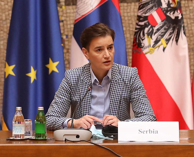 Став президентом, Вучич сделал главой правительства Сербии Ану Брнабич — открытую лесбиянку.