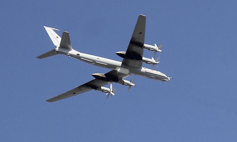 Два экипажа противолодочных самолётов Ту-142 Северного флота выполнили многочасовой полёт в высоких арктических широтах.