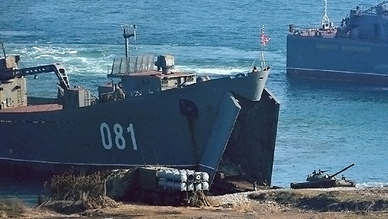В бухте Провидения произведён безопасный подход к берегу четырёх десантных кораблей - «Николай Вилков», «Ослябя», «Пересвет» и «Адмирал Невельской».