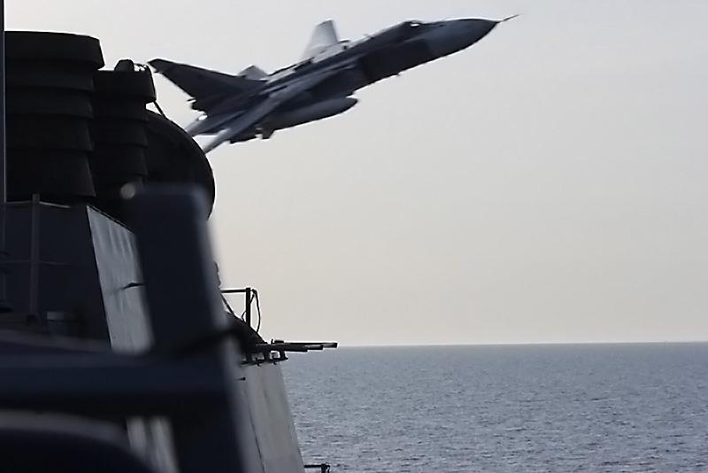 Пролёт истребителя Су-24 над эсминцем USS Donald Cook (DDG-75) вызвал почти полный отказ бортовой электроники боевого корабля.