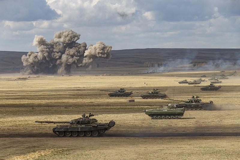 На различных этапах учений будут применены до 250 танков, до 450 боевых машин пехоты и бронетранспортеров, до 200 артиллерийских и реактивных систем залпового огня.