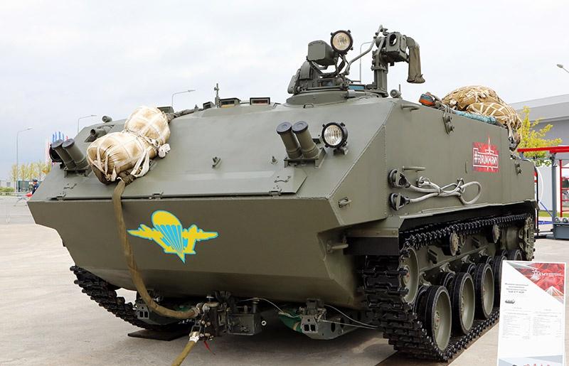 Российский десантируемый плавающий бронетранспортёр БТР-МД «Ракушка» взападной прессе выглядит как монстр.