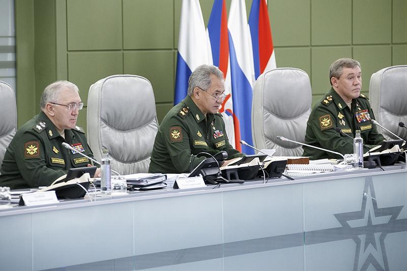 Министр обороны РФ генерал армии Сергей Шойгу на селекторном совещании с руководящим составом Вооружённых сил.