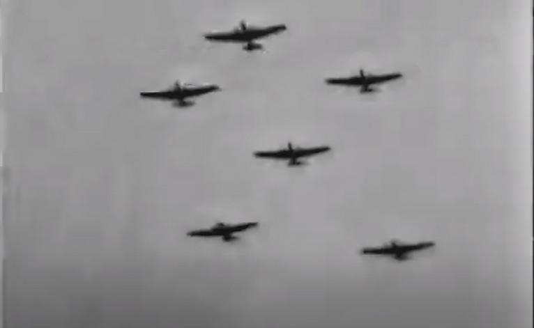 7 ноября 1933 года в Москве во время военного парада в честь 16-й годовщины Октябрьской революции Тан До на своём самолёте пронёсся над Красной площадью.