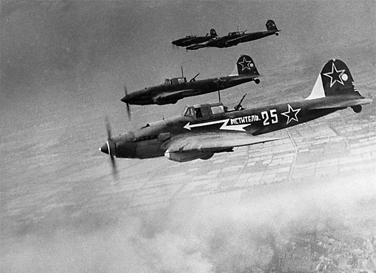 Лётчик Тан До на штурмовике Ил-2 часто вылетал на разведку и штурмовку боевых позиций врага, принимал участие в знаменитых Белорусской, Прибалтийской и Восточно-Прусской операциях.