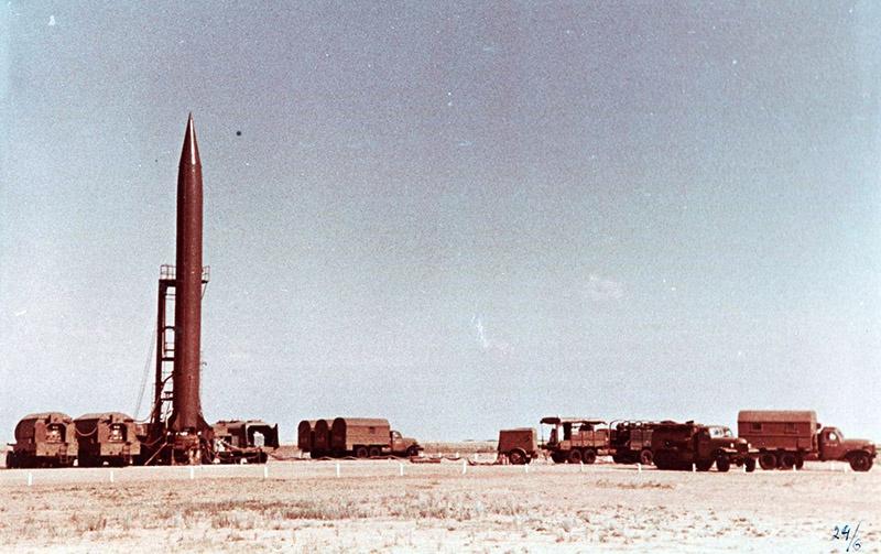 Капустин Яр с 1947 по 1957 гг. был единственным местом испытаний наших баллистических ракет, попутно использовавшийся для пуска геофизических и метеорологических ракет.