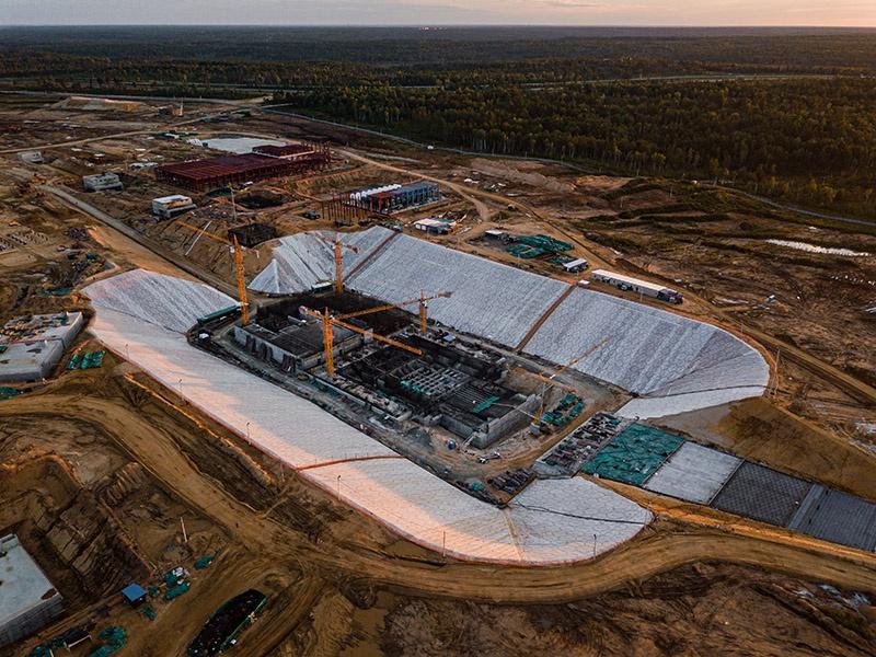 «Спецстрой России» в 2011 году оценил создание космодрома со всей инфраструктурой и развитием города-спутника в 300 млрд рублей.