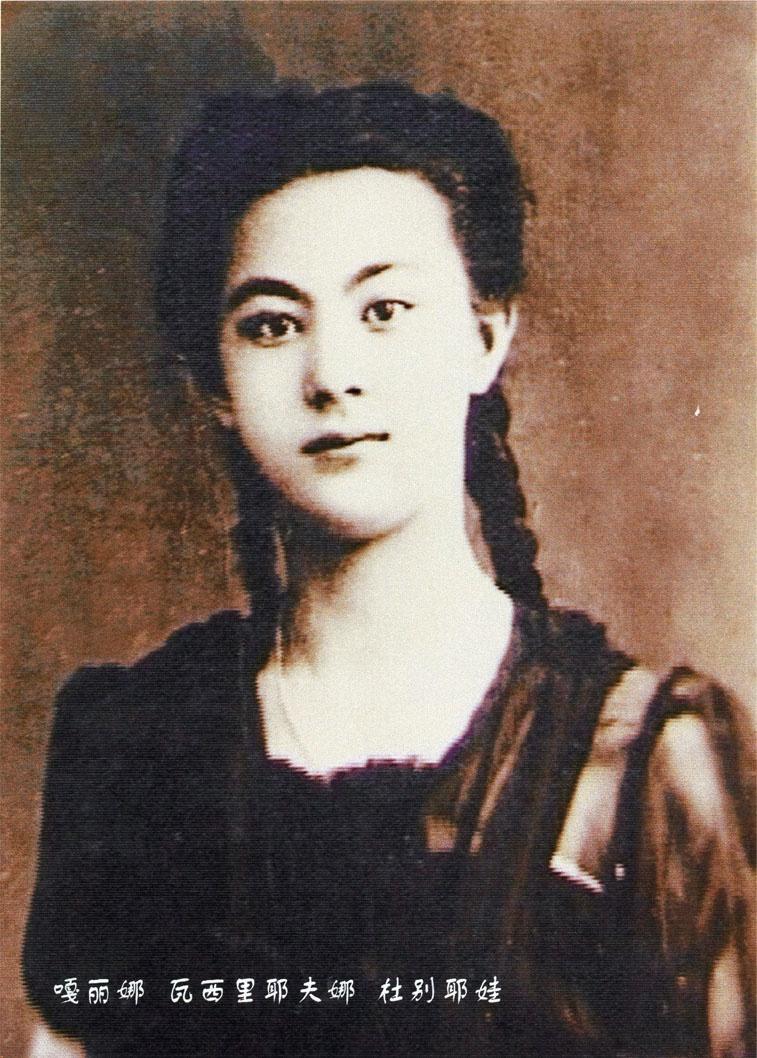 17-летнюю Галину Дубееву (Галину Чжан) взяли переводчиком в политотдел одной из стрелковых дивизий 5-й армии 1-го Дальневосточного флота.
